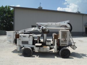 2003 WOODCHUCK ROVER MACHINE 42 FT WORK HEIGHT ALTEC AT37 MODEL BOOM