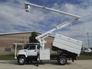 2002 GMC C7500 11 FT SOUTHCO FORESTRY BODY 60 FT WORK HEIGHT ALTEC LRV55 MODEL BOOM