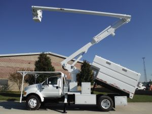 2005 FORD F-750 12 FT. ARBORTECH FORESTRY BODY, 60 FT. WORK HEIGHT ALTEC LRV55 MODEL BOOM