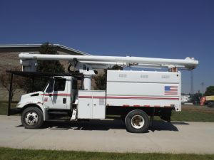 2004 INTERNATIONAL 4300 11 FT SOUTHCO FORESTRY BODY 61 FT WORK HEIGHT LRV56 MODEL BOOM