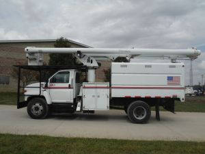 2004 GMC C7500 11 FT SOUTHCO FORESTRY BODY 61 FT WORK HEIGHT ALTEC LRV56 MODEL BOOM