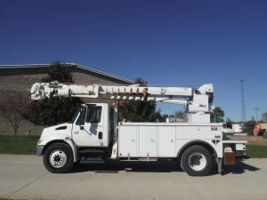 2003 INTERNATIONAL 4300 14 FT ALTEC UTILITY BODY ALTEC D947TR DIGGER DERRICK