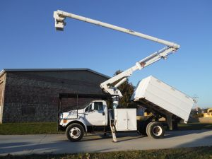 2005 FORD F-650 11 FT SOUTHCO FORESTRY BODY 61 FT WORK HEIGHT ALTEC LRV56 MODEL BOOM