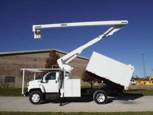 2005 GMC C7500 11 FT WOOD CHUCK FORESTRY BODY 60 FT WORK HEIGHT VERSALIFT VO255 MODEL BOOM