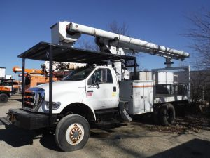 2006 FORD F750 4X4 11 FT FLATBED 60 FT WORK HEIGHT ALTEC LRV55 MODEL BOOM