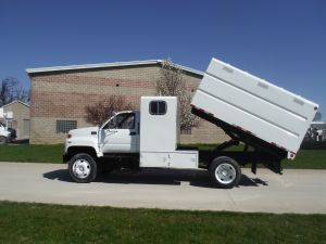2002 GMC C7500 11 FT SOTHCO CHIP BOX
