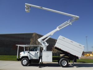 2005 GMC 11 FT SOUTHCO FORESTRY BODY 60 FT WORK HEIGHT ALTEC LRV55 MODEL BOOM
