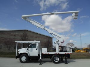 2003 GMC C7500 11 FT FLATBED 60 FT WORK HEIGHT ALTEC LRV55 MODEL BOOM