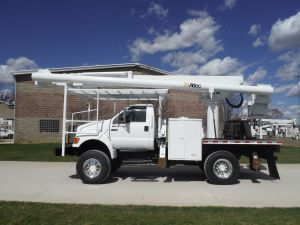 2005 FORD F750 11 FT FLATBED 62 FT WORK HEIGHT ALTEC LRV57 MODEL BOOM
