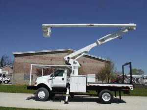 2004 FORD F750 4X4 11FT FLATBED 60 FT WORK HEIGHT ALTEC LRV55 MODEL BOOM
