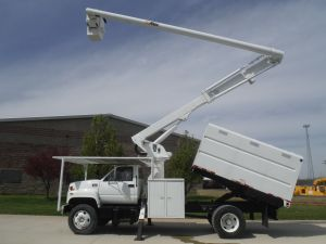 2002 GMC C7500 11 FT SOUTCO FORESTRY BODY 60 FT WORK HEIGHT ALTEC LRV55 MODEL BOOM