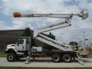 2009 INTERNATIONAL 7400 6X6 22 FT FLATBED 105 FT WORK HEIGHT ALTEC AM900-E100 DOUBLE ELAVATOR