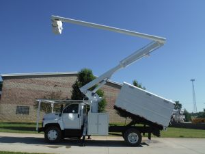 2004 GMC C7500 11 FT SOUTHCO FORESTRY BODY 60 FT WORK HEIGHT ALTEC LRV55