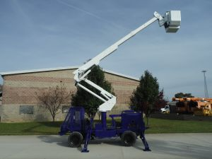 2004 WOODCHUCK BACKYARD LIFT 42 FT WORK HEIGHT ALTEC AT37-G MODEL BOOM