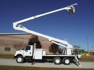 2003 INTERNATIONAL 7400 6X4 18 FT ALTEC BODY 82 FT WORK HEIGHT ALTEC A77-T MODEL BOOOM