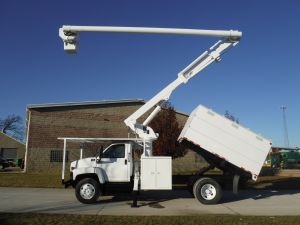 2005 GMC C7500 11 FT SOUTHCO FORESTRY 60 FT WORK HEIGHT ALTEC LRV55 MODEL BOOM