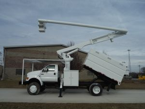 2006 FORD F750 4X4 11 FT. SOUTHCO FORESTRY 60 FT. WORK HEIGHT ALTEC LRV55 MODEL BOOM