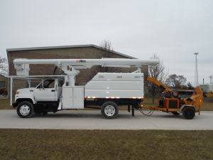 2002 GMC C7500 11 FT SOUTHCO 61 FT WORK HEIGHT ALTEC LRV56 MODEL BOOM WITH 8 INCH ALTEC DC1217 DRUM CHIPPER