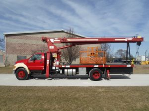 2004 FORD F750 18 FT FLATBED 115 FT WORK HEIGHT TEREX BT3470 MODEL BOOM