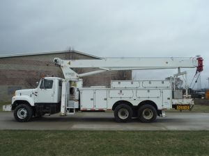 2001 INTERNATIONAL 20 FT FIBERGLASS UTILITY BODY80 FT WORK HEIGHT TEREX BT3879 MODEL BOOM