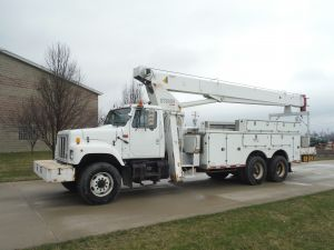2001 INTERNATIONAL 20 FT FIBERGLASS UTILITY BODY 80 FT WORK HEIGHT TEREX BT3879 MODEL BOOM