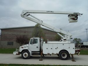 2002 FREIGHTLINER FL 80 14 FT DAKOTA UTILITY BOX 60 FT WORK HEIGHT LIFT-ALL LAM 55 MODEL BOOM