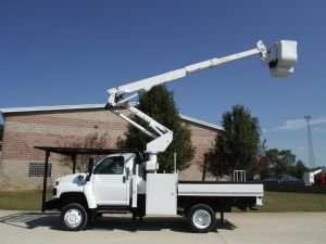 2006 GMC C5500 4X4 12 FT FLATBED 42 FT WORK HEIGHT ALTEC AT-37-G MODEL BOOM