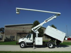 2006 INTERNATIONAL 4300 11 FT SOUTHCO FORESTRY 61 FT WORK HEIGHT ALTEC LRV56 MODEL BOOM