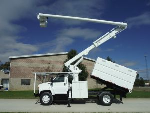 2005 GMC C7500 11 FT SOUTHCO FORESTRY BODY 60 FT WORK HEIGHT ALTEC LRV55 MODEL BOOM