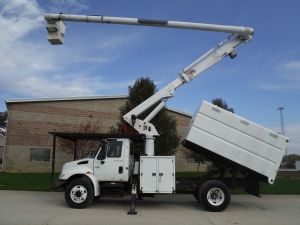2005 INTERNATIONAL 4300 11 FT SOUTHCO FORESTRY BODY 61 FT WORK HEIGHT ALTEC LRV56 MODEL BOOM