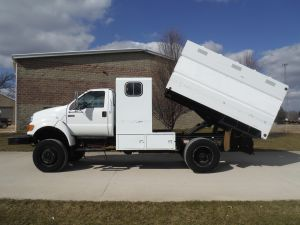 2005 FORD F750 4X4 11 FT SOUTHCO CHIP BODY WITH MAN CAB