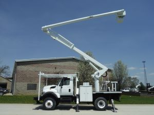 2011 INTERNATIONAL 7400 4X4 10 FT FLATBED 62 FT WORK HEIGHT ALTEC LRV57 REAR MOUNT MODEL BOOM