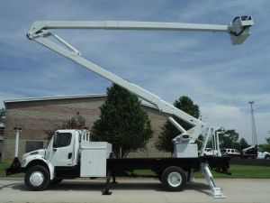 2007 FREIGHTLINER BUSINESS CLASS 20 FT FLATBED 80 FT WORK HEIGHT LIFT-ALL LSS/HD/75-2E