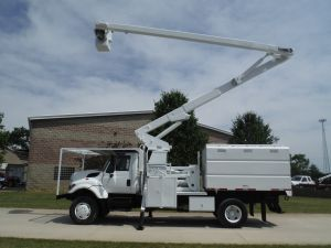 2009 INTERNATIONAL 7300 4X4 10 FT ALTEC FORESTRY BODY 75 FT WORK HEIGHT LIFT-ALL LSS-60/70-1S ELEVATOR MODEL BOOM