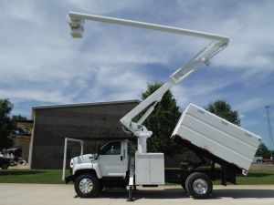 2005 GMC C7500 11 FT SOUTHCO FORESTRY BODY 60 FT WORK HEGHT ALTEC LRV55 MODEL BOOM
