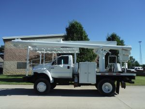2005 FORD F750 4X4 10 FT FLATBED 62 FT WORK HEIGHT ALTEC LRV 57 MODEL BOOM