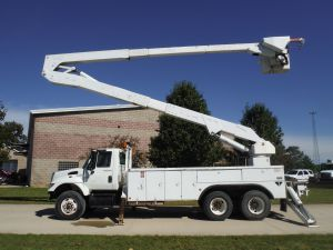 2005 INTERNATIONAL 7400 6X4 18 FT UTILITY BODY 82 FT WORK HEIGHT ALTEC A77-T MODEL BOOM