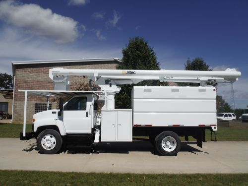 2005 GMC C7500 11 FT SOUTHCO FORESTRY BODY 60 FT. WORK HEIGHT ALTEC LRV55 MODEL BOOM