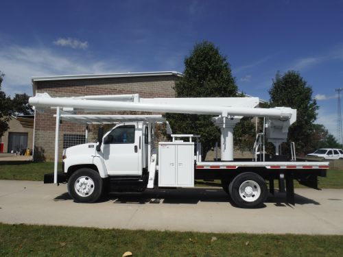 2006 GMC C7500 12 FT FLATBED 62 FT WORK HEIGHT ALTEC LRV57 REAR MOUNT MODEL BOOM
