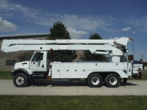 2006 INTERNATIONAL 7400 6X6 22 FT ALTEC UTILITY BODY 82 FT WORK HEIGHT ALTEC A77-T MODEL BOOM