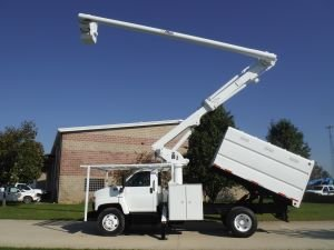 2004 GMC C7500 11 FT. SOUTHCO FORESTRY BODY 61 FT WORK HEIGHT ALTEC LRV56 MODEL BOOM