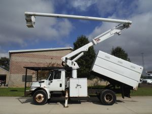 2006 INTERNATIONAL 4300 11 FT SOUTHCO FORESTRY BODY 61 FT WORK HEIGHT ALTEC LRV56 MODEL BOOM