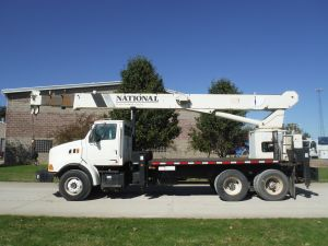 2000 STERLING 18 FT FLATBED 90 FT WORK HEIGHT 23 TON NATIONAL CRANE