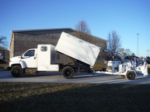 2006 GMC C6500 11' SOUTHCO CHIP BODY W/ 2005 WOODCHUCK HYROLLER