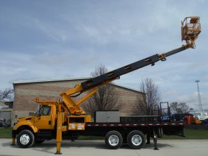 2006 INTERNATIONAL 7400 24' FLATBED 95' WORK HEIGHT ELLIOT H90F-HULS - BUCKET TRUCK