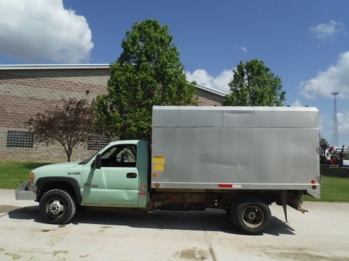 2002 GMC C3500 4X4 11' SOUTHCO CHIP BODY
