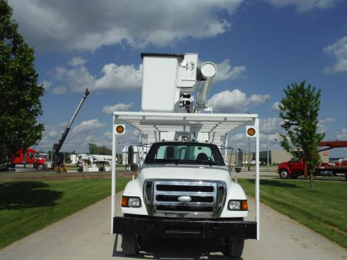 2005 FORD F750 11' SOUTHCO FORESTRY BODY 61' WORK HEIGHT ALTEC LRV56 W/ 2010 VERMEER BC1000 CHIPPER