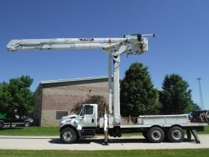 2006 INTERNATIONAL 7400 20' FLATBED 95' WORK HEIGHT TEREX MODEL BOOM