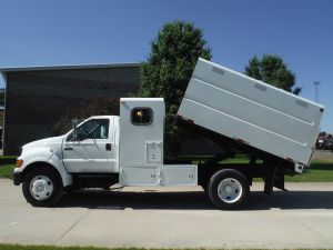2004 FORD F650 11' SOUTHCO CHIP TRUCK