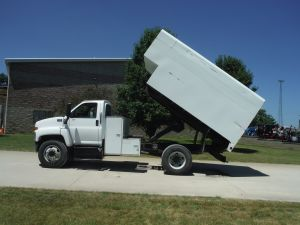 2005 GMC C7500 14' L SHAPED CHIP BOX